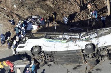 Több tucat ember vesztette életét egy buszbalesetben