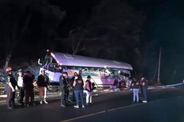 TRAGÉDIA: Autóbusz és kamion ütközött, legalább 21-en meghaltak