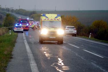 Tragikus buszbaleset: egy 18 év alatti sérült állapota válságos