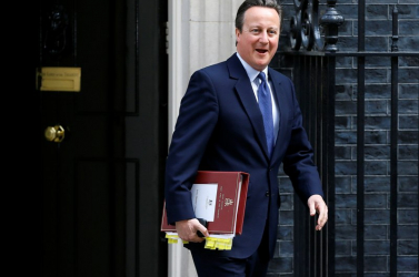 David Cameron finom szarkazmussal jelentette be, hogy vége