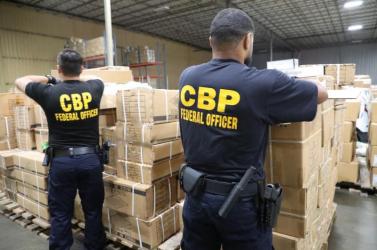 Kínaiinternáló táborokban raboskodó nőkhajából készült fonatokat foglaltak le az Egyesült Államokban