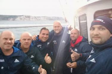 Meghódították a La Manche csatornát a fanatikus Pingvinek