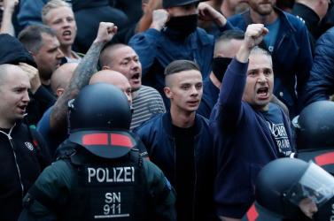 Lincselgetünk, kedves fasisztáim, attól nagyobb lesz a rend és a jólét, olcsóbb a minden és kevesebb az erőszak?