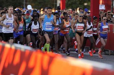 Futott pár métert az egészségügyi miniszter, aztán hirtelen meghalt