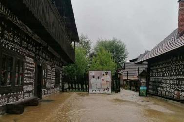 A vasárnapi viharok után úsztak a csicsmányi faházak is