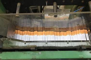 Illegális dohánygyárat lepleztek le a pénzügyőrök, 18 személy került őrizetbe