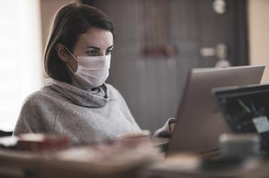 A koronavírus-fertőzésen átesettek negyedénél jelentkeztek új egészségi problémák egy hónap után