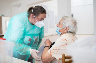 A szlovák kórházakban ápolt koronavírusosok 14%-a beoltott, de ez még így se magas arány