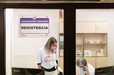 Itt van megyei bontásban, hogy a koronavírus ellen mennyi doki vakcinázna a rendelőjében