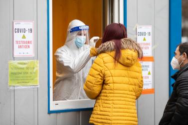 Akár az év végéig tesztelhetünk, annyi AG-tesztet vett az egészségügyi minisztérium 140 millió euróért, de nem árulja el, minek