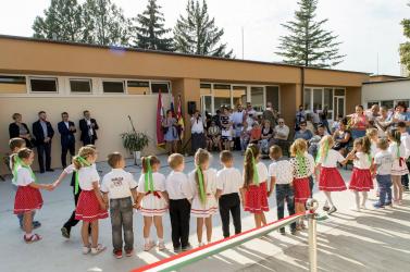 Csallóközcsütörtökben, Békén és Deákiban is átadták a felújított magyar óvodát