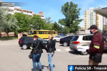 Egyenesen a rendőrök kezébe menekült a csaló gázleolvasó (videó)
