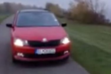 A pofátlanság netovábbja, amit ez az autós a töltésen művelt (videó)