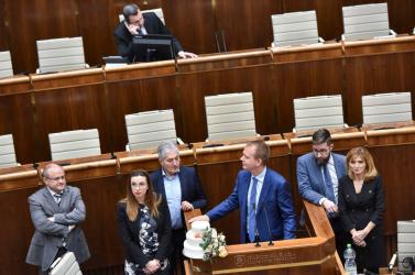 Dankóék vakarják a fejüket, abszurd megoldások jöhetnek a parlamentben!