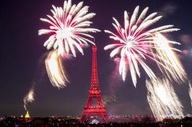 Megtartják a tűzijátékot Párizsban a nemzeti ünnepen, de közönség nélkül