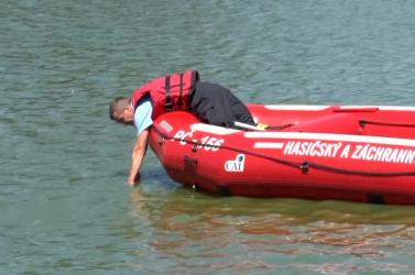 TRAGÉDIA: Beleugrott a tóba a horgász, órákkal később holtan találták meg