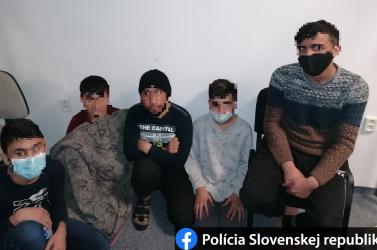 Öt afgán gyereket találtak egy kamionban Dunaszerdahelyen