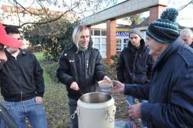 Az ünnepek alatt leginkább az időseknek segítenek az önkéntesek