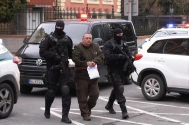 Szerdán kezdődik Alsóhatár polgármesterének tárgyalása, többrendbeli gyilkossággal vádolják