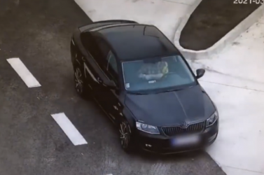 Ez az új divat? Újabb autósról készült felvétel, ahogy felszív egy csíkot a gyorsforgalmi úton (VIDEÓ)