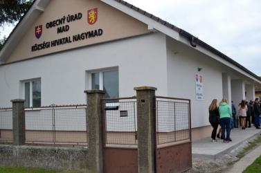 Új önkormányzati központot avattak föl Nagymadon