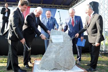 Megkocogtatták az új komáromi híd alapkövét, indulhat az építkezés