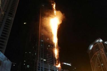 Hatalmas tűz ütött ki a világ egyik legmagasabb lakóépületében (videó)