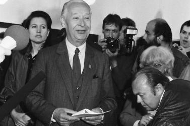 Hurban- és Dubček-díjakat oszthat a jövőben a kormány és a házelnök