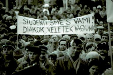 1989: Dunaszerdahely és a szlovákiai magyarság is jelentősen hozzájárult a bársonyos forradalomhoz