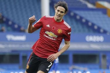 Cavani szerződést hosszabbított a Manchester Uniteddel