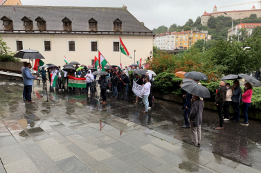 A Beneš-dekrétumok ellen tiltakoztak a pozsonyi Legfelsőbb Bíróság előtt