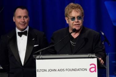 Több mint 4 millió dollár gyűlt össze Elton John AIDS-alapítványának gáláján
