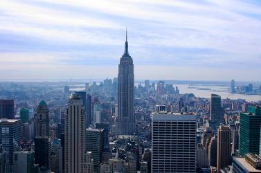 John Lennon emlékére kék színben világít az Empire State Building