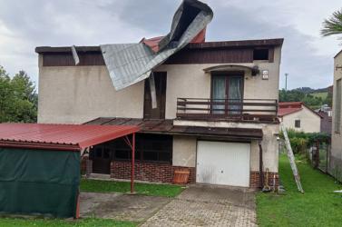 Súlyos károkat okozott a vihar, Besztercebányán rendkívüli helyzetet hirdettek! (VIDEÓK)