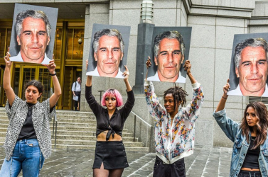 Szaporodnak a felhők a több száz kislány molesztálásával gyanúsított milliárdos, Mark Epstein felett