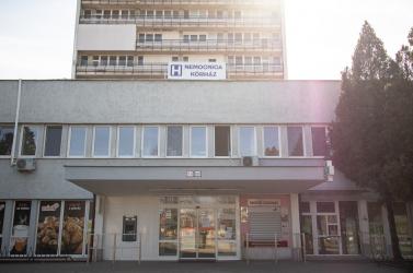Már az érsekújvári kórház előtt is vesznek mintát a koronavírusteszthez