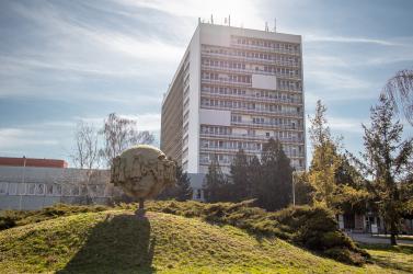 Kilenc koronavírusos páciens egyetlen kórházban hunyt el, Komáromból, Galántáról és Érsekújvárból is jelentettek elhalálozást