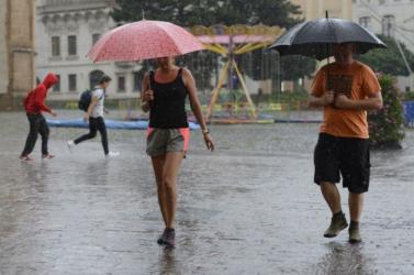 Vihar és jégeső lehet a hétvégén az ország egész területén