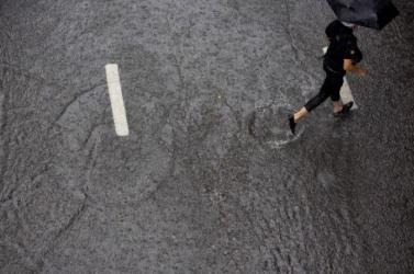 Másodfokú riasztás eső miatt, a viharos szél sem tágít