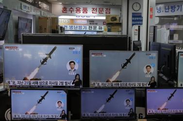 Észak-Koreaazt állítja,új rakétákat tesztelt a csütörtöki két kilövéssel