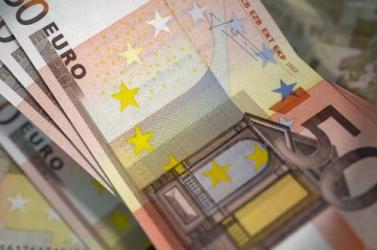 24 nyugdíjastól 123 ezer eurót csaltak ki tavaly az unokázós csalók egyetlen megyében!