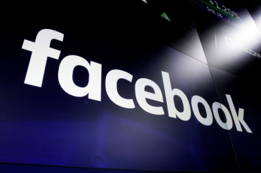 A Facebok eltávolította Trump egyik korábbi tanácsadója és a brazil elnök fiainak fiókjait