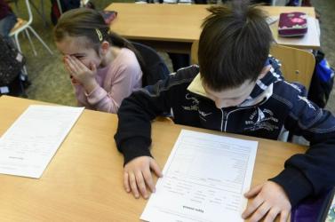 Több mint 680 ezer diák kap ma féléves kiértékelést