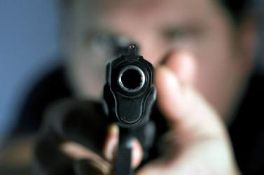 Lövöldözés egy prágai panelházban – egy férfi meghalt, egy nő súlyosan megsérült