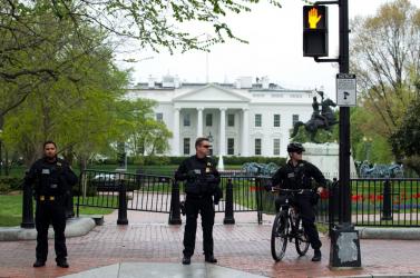 Felgyújtotta magát egy férfi a Fehér Ház előtt