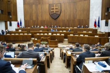 Decemberben a Hlas nyerte volna a választásokat az SaS és az OĽANO előtt, az MKP továbbra is parlamenten kívül