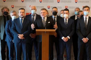 A Fico vezette ellenzék rendkívüli ülésekkel bombáz, az SaS és az OĽaNO kiszáll a játszmából