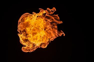 Felgyújtotta magát egy riporter - tettét összecsapások követték