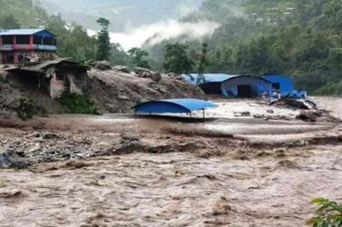 Legalább 12-en vesztették életüket ls 21-en eltűntek egy újabb nepáli földcsuszamlásban