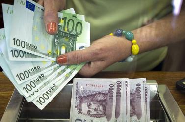 1 forint = 1 euró arányban váltotta át pénzét a valutaváltós legalább harmincszor!